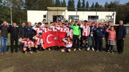 Jeugdvoetballers dragen zege op aan Turkse soldaten