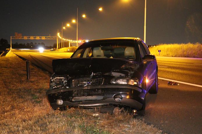 Auto slaat over de kop na aanrijding op A12 bij Harmelen