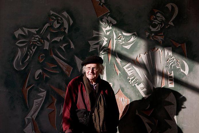 Kunstenaar Hans Uko Gorter poseerde eerder voor de bewaard gebleven sgraffito van de drie clowns. Archieffoto Jan van den Brink.