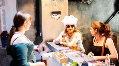 Eerste café voor geeks opent in Antwerpen: HIq DubelmoHchugh!* *Klingon voor 'wijntje aub!'