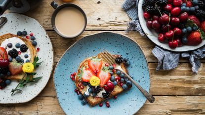 Waarom je meer honger hebt als je moe bent