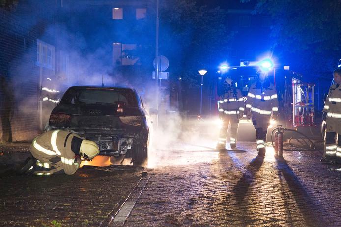 De tweede autobrand in een paar uur tijd, dit keer aan de Agnietenstraat.