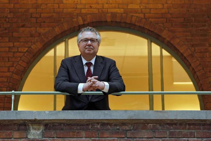 Professor Pieter Tops wijst erop dat in Zeeland opvallend veel verdacht vastgoed is.