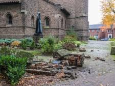 Monumentale muur van kerk Beek en Donk aan gruzelementen na aanrijding