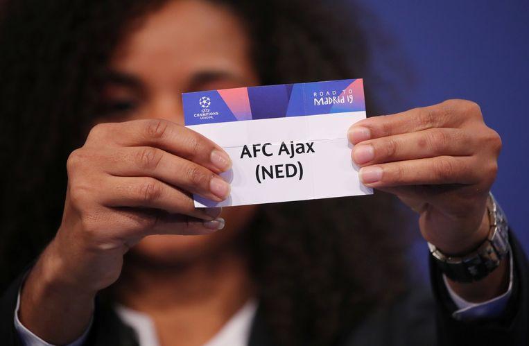 De naam van Ajax wordt geloot. Beeld REUTERS