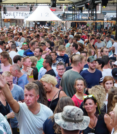 Minder vals geld door contactloos betalen, festivals en horeca blijven scherp