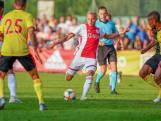 Ajax wint van Watford dankzij late goal Timber