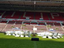 Culinaire kunstwerkjes met kampioensgras op de middenstip van het Philips Stadion