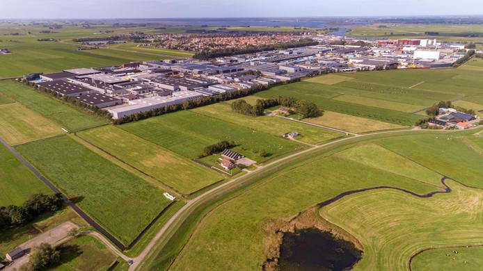 Industrieterrein Zevenhont bij Genemuiden krijgt een uitbreiding in oostelijke richting naar de dijk Cellemuiden (onder) en naar het zuiden (links).