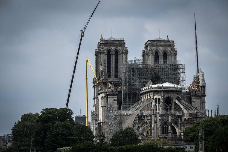 Momenteel zouden de muren van de kathedraal slechts bestand zijn tegen windsnelheden tot 90 km per uur, voor de brand konden ze windstoten tot 220 km per uur weerstaan.