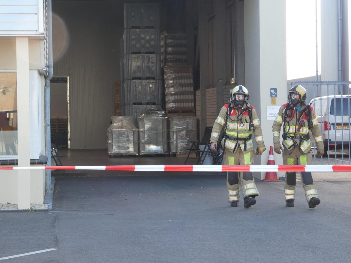 De omgeving rondom het bedrijf in Veenendaal is met linten afgezet.