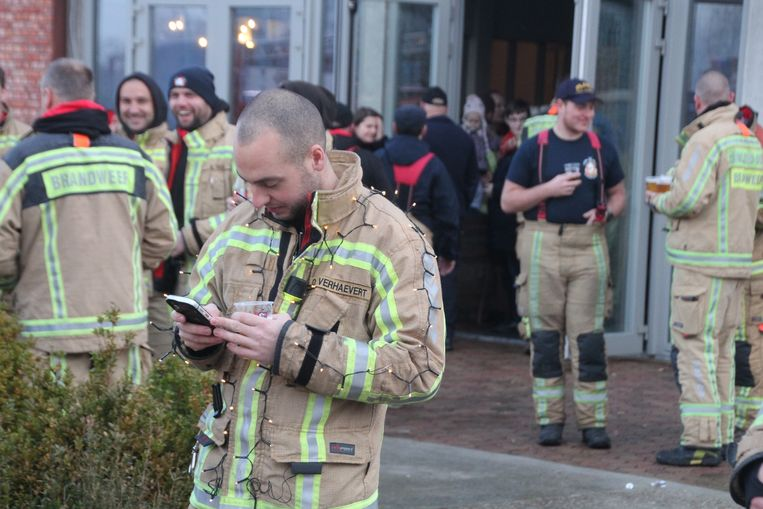 Verschillende brandweermannen deden extra moeite om wat kerstsfeer te brengen.