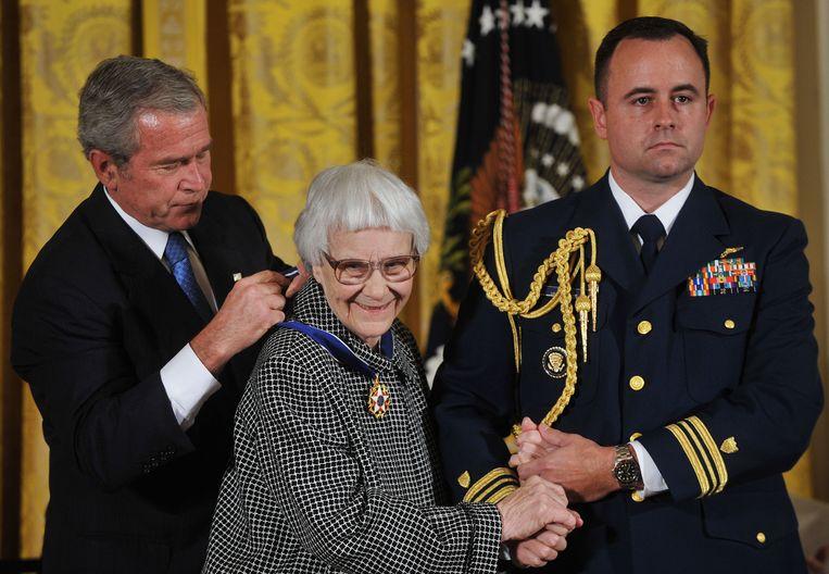 Schrijfster Harper Lee kreeg in 2007 de Medal of Freedom uitgereikt. Beeld afp