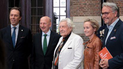 Kunstenaar Paul Van Hoeydonck stelt tentoon in Antwerps Havenhuis