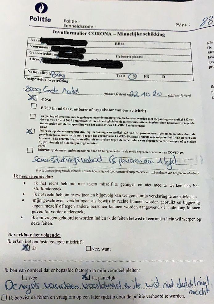Een formulier van de politie voor een minnelijke schikking, van een betrokken student.
