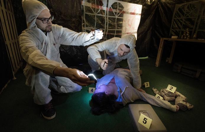 Culemborg Escaperoom op de foto de twee eigenaren die een moord onderzoeken.