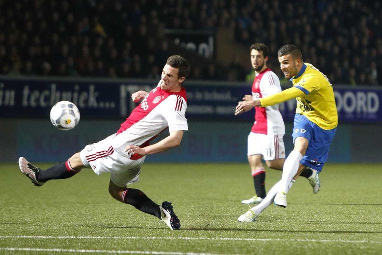SC Cambuur speler Rai Vloet (r) met Ajax speler Nick Viergever (l) Beeld anp