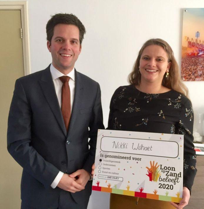 Wethouder Frank van Wel met Nikki Wilhart, een van de genomineerden bij de vrijwilligers.