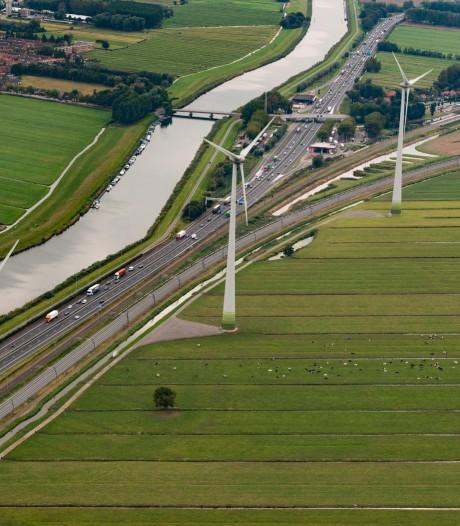 Toekomstbeeld voor Alblasserwaard: meer windmolens en zonneparken langs snelwegen