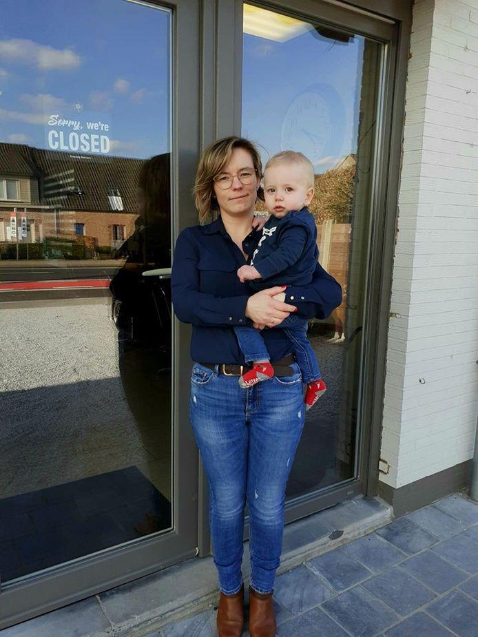Jessy en haar zoontje Ward van 13 maandenon