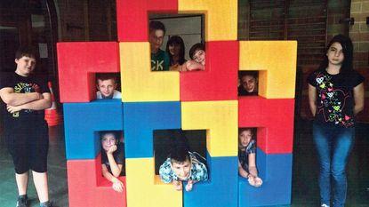 Serviceclub doet blokkenspel cadeau aan school