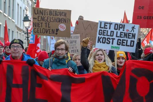 Studenten- en docentenprotest in Den Haag. Ook studenten en docenten van de Nijmeegse Radboud Universiteit zijn aanwezig.