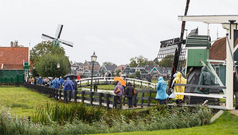 Het erfgoedpark Zaanse Schans trekt nu bijna twee miljoen bezoekers per jaar. Beeld Carly Wollaert