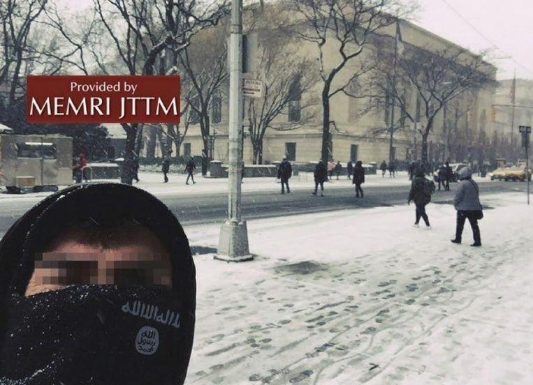 Een IS-aanhanger poseert voor het New Yorkse Metropolitan museum