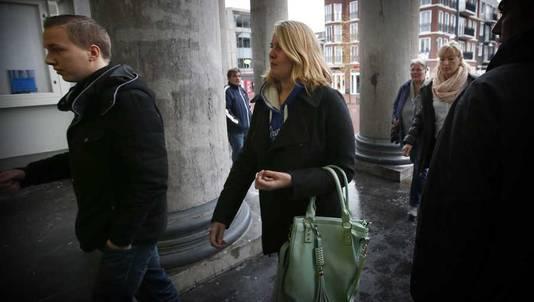 De familie Nieuwenhuizen komt aan bij het gerechtshof in Leeuwarden, afgelopen dinsdag
