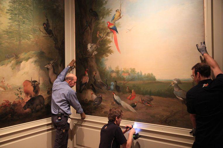 Het Dordrechts Museum heeft de stadhouderlijke kamer nagebouwd waarvoor schilder Aert Schouman (1710-1792) de doeken ooit maakte. Beeld arie kievit