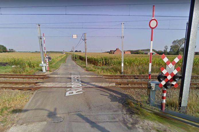 De spoorwegovergang in de Ridderstraat wordt op termijn mogelijk afgesloten door Infrabel