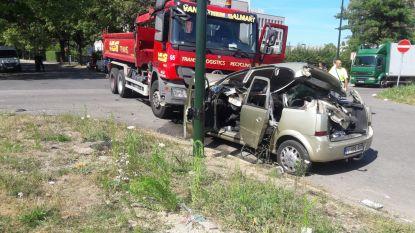 Gezin van vijf botst met vrachtwagen in Anderlecht, moeder zwaargewond