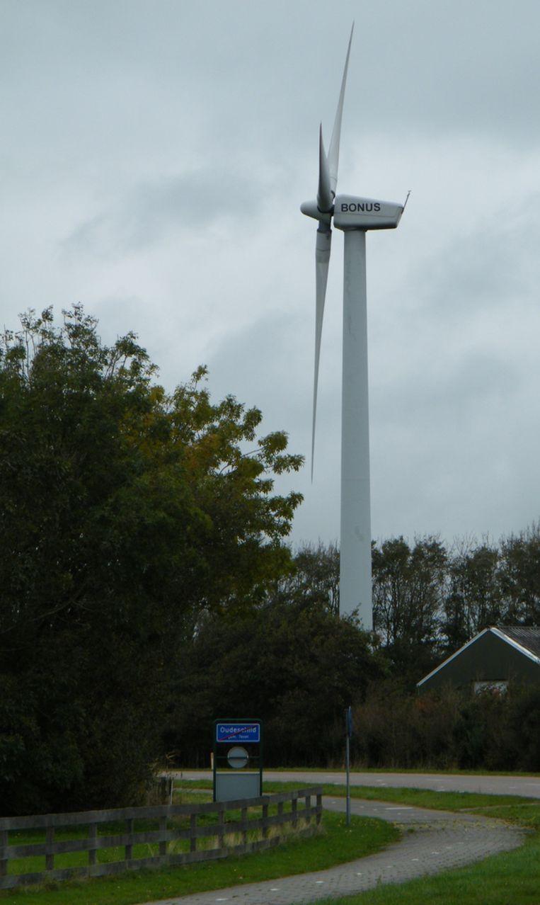 Deze particuliere windmolen net buiten Oudeschild levert groene stroom aan Texel Energie. Beeld