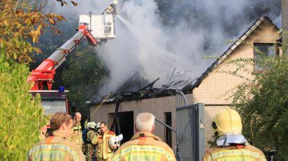 Garage en atelier gaan in vlammen op