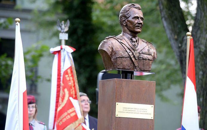 Het borstbeeld van Stanislaw Sosabowski in Warschau. In Driel wordt een kopie van het beeld onthuld. Een initiatief van de gemeenteraad.