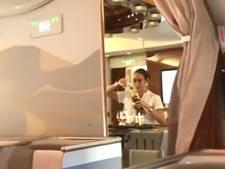 Stewardess onder vuur na teruggieten champagne in fles