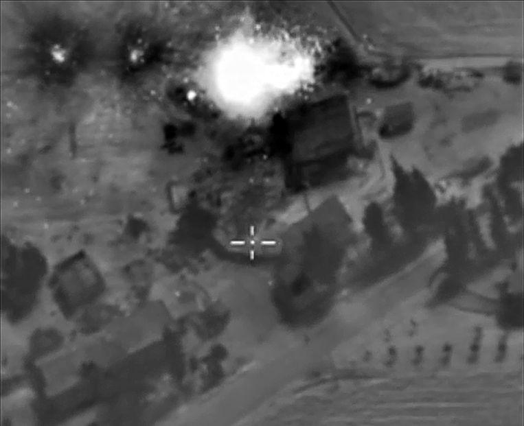 Een van de bombardementen van de Russische luchtmacht in het noordwesten van Syrië. Hoe effectief de bombardementen zijn, is nog onduidelijk. Beeld afp