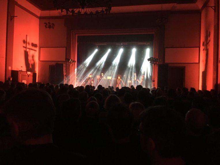 Een bomvolle Zaal Lux genoot op zondagavond van het optreden van Stereo MC's.