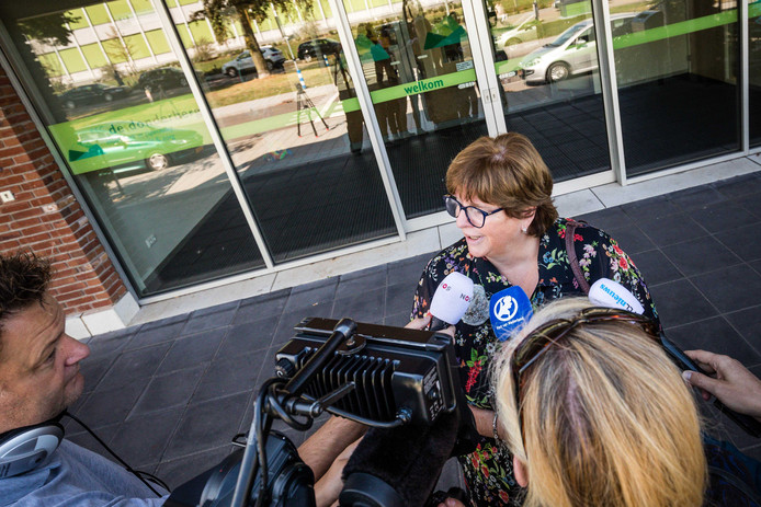 Burgemeester Rianne Donders staat de pers te woord na de schietpartij.