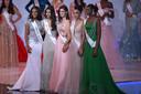De top 5 van de Miss World 2019 verkiezing (vlnr): winnares Miss Jamaica Toni-Ann Singh, de nummer drie Miss India Suman Ratansingh, nummer vier Miss Brazil Elis Coelho, nummer twee Miss France Ophely Mezino en nummer vijf Miss Nigeria Nyekachi Douglas.