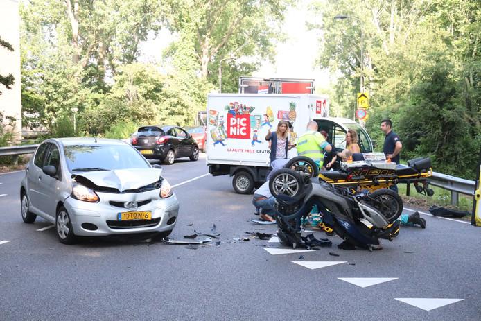 Het ongeluk op de Oostpoortweg in Delft.