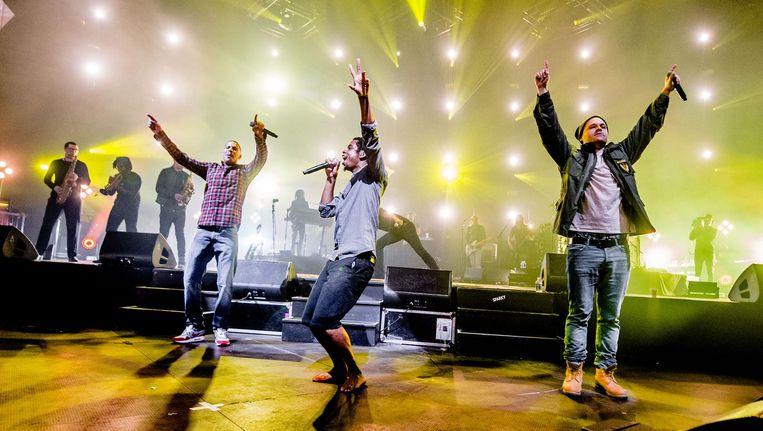 De Zwolse rappers Rico, Sticks en Typhoon trokken meer dan tienduizend hiphopfans naar Amsterdam Zuid-Oost. Beeld anp
