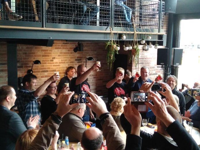 Kick off van het biertje Messentrekker in De Nieuwe Wereld.