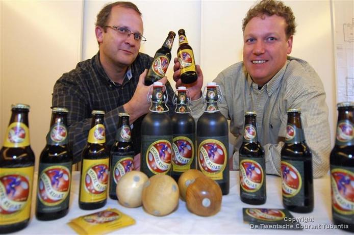Johan Nijhof (links) en Ruud van de Gevel van brouwerij Huttenkloas willen naar Albergen verhuizen.