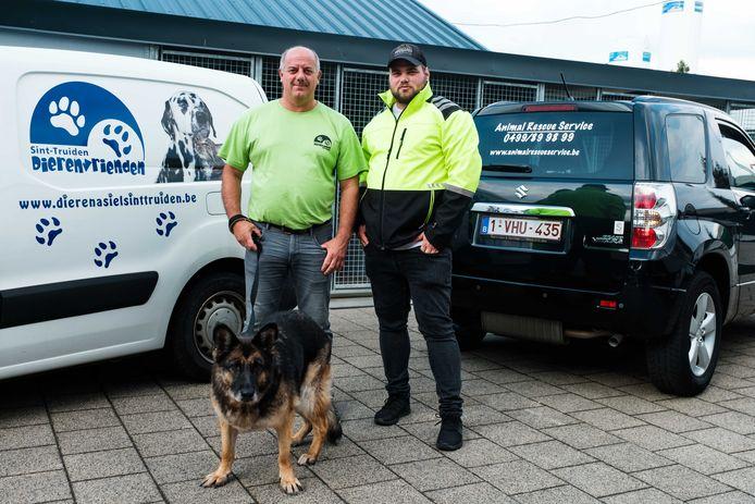 Matthieu Helleputte van Animal Rescue Service. Hier met Philip Zurinckx van het dierenasiel Sint-Truiden.