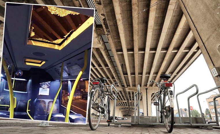 Een brokstuk van het viaduct verbrijzelde woensdag het dakraam van een bus van De Lijn.