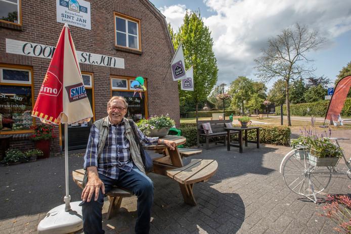Natuurgids Jan van de Laar in Leenderstrijp.