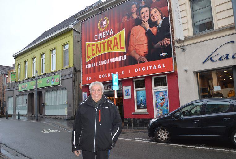 Uitbater Paul Raes bij zijn 100-jarige Cinema Central.