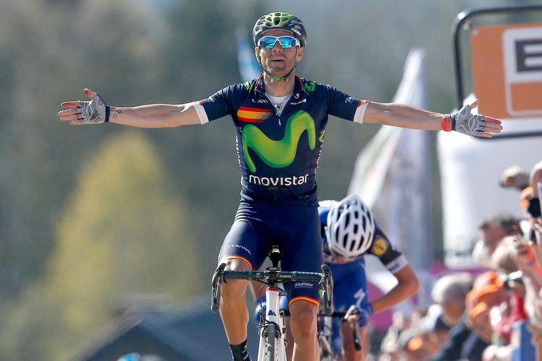 Alejandro Valverde met de Spaanse vlag op zijn borst Beeld anp