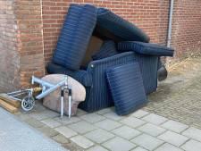Opnieuw bankstellen gedumpt op straat in Hardinxveld